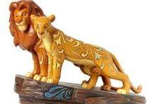 Le Roi Lion Disney / Une sélection de produit fun et tendances pour être à la pointe de la mode et de la décoration sur l'univers du Roi Lion pour votre plus grand plaisir. Retrouvez nos produits de mode, maroquinerie, accessoires, puériculture, déco, figurines de collection, etc ... pour sublimer votre maison ou la chambre pour le plaisir des enfants mais aussi des plus grands ! Ce sont que des produits de qualité pour votre plus grand bonheur, de quoi faire des envieux !