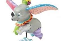 Dumbo Disney / Une sélection de produit fun et tendances pour être à la pointe de la mode et de la décoration sur l'univers Dumbo pour votre plus grand plaisir. Retrouvez nos produits de mode, maroquinerie, accessoires, puériculture, déco, figurines de collection, etc ... pour sublimer votre maison ou la chambre pour le plaisir des enfants mais aussi des plus grands ! Ce sont que des produits de qualité pour votre plus grand bonheur, de quoi faire des envieux !