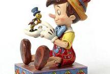 Pinocchio Disney / Une sélection de produit fun et tendances pour être à la pointe de la mode et de la décoration sur l'univers de Pinocchio pour votre plus grand plaisir. Retrouvez nos produits de mode, maroquinerie, accessoires, puériculture, déco, figurines de collection, etc ... pour sublimer votre maison ou la chambre pour le plaisir des enfants mais aussi des plus grands ! Ce sont que des produits de qualité pour votre plus grand bonheur, de quoi faire des envieux !