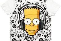 Les Simpsons / Une sélection de produit fun et tendances pour être à la pointe de la mode et de la décoration sur l'univers des Simpsons pour votre plus grand plaisir. Retrouvez nos produits de mode, maroquinerie, accessoires, puériculture, déco, figurines de collection, etc ... pour sublimer votre maison ou la chambre pour le plaisir des enfants mais aussi des plus grands ! Ce sont que des produits de qualité pour votre plus grand bonheur, de quoi faire des envieux !