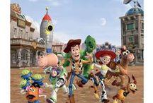 Toy Story Disney / Une sélection de produit fun et tendances pour être à la pointe de la mode et de la décoration sur l'univers de Toy Story pour votre plus grand plaisir. Retrouvez nos produits de mode, maroquinerie, accessoires, puériculture, déco, figurines de collection, etc ... pour sublimer votre maison ou la chambre pour le plaisir des enfants mais aussi des plus grands ! Ce sont que des produits de qualité pour votre plus grand bonheur, de quoi faire des envieux !