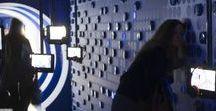 """Exposition Ultra Peau au Palais de Tokyo - 2006 / Cédric Martineaud, directeur de création du Studio 14 septembre, prend en charge la scénographie de l'exposition """"Ultra Peau"""" au Palais de Tokyo. Elaborée en partenariat avec la marque Nivea, elle est conçue comme un voyage sensoriel d'espace en espace. """"Le Mur peau"""", """"La peau inspire"""", """"Langages de peau"""" ou """"Coque sensuelle"""" sont quelques unes des étapes d'un parcours fait de sensations, de rencontres avec des univers artistiques, scientifiques ou sensuels."""