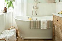 Bathrooms / by Tiffany Kopper