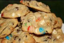 RECIPES {Sweets & Treats} / by Kyli Roberts Hamrick