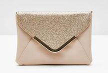 Sacs & Accessoires / Sacs & Accessoires / Bags & Accessories :  ➡ Chanel, Guess, Dior, Gucci ➡ bijoux / jewellery : colliers, boucles d'oreilles ➡ montre, chapeau...