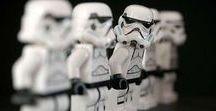 Geschenke für Star Wars Fans / Coole Geschenke für Star Wars Fans findest du hier. Lass dich von der dunklen Seite der Macht dieser Geschenkideen überzeugen!