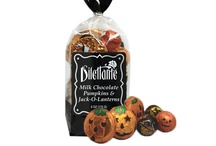 Halloween Treats We ♥ / Find the perfect spooky treats for all of you favorite ghouls and goblins! We've put together a few of our favorite Halloween goodies for you to enjoy!