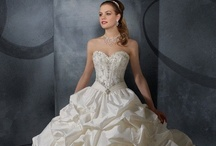 ♥ Loving Wedding Gowns - Love is in the Air ♥ / by Miriam Ramírez-Soto