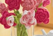 Flowers, hearts, butterflies and other motifs / Crocheted and knitted flowers and motifs