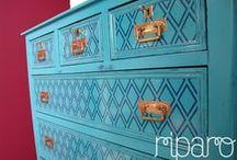 cómoda azul pavão / acabamento em decapê, com duas cores