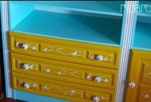 estante azul menta e amarelo gema