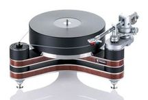 Clearaudio Innovation Wood turntable / www.musicalsurroundings.com