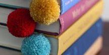 Knihy potřebují záložky! / Čtecí tety zbožňují záložky. Záložky, které jsou nejen praktické, ale navíc i překrásné, skvostné, jedinečné a originální! To takhle, kdyby každá kniha měla záložku... www.ctecitety.cz