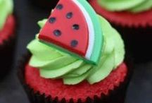 Cakes & Cupcakes / by Kelly Gerhart