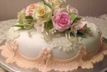 Beautifully Decorated Cakes / by Esther Menashe