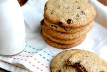 [Paleo Christmas Cookie Recipe Exchange] / Paleo recipes for your big holiday & Christmas cookie recipe exchange. Preheat those ovens and let's get baking! Want to pin to this board? Just leave a comment on my latest pin on this board!