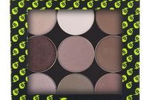 Palettes By Red Apple Lipstick / Gluten Free, Allergen Free Eye Shadow Palettes Guaranteed not to make your eyes itchy, red, puffy or scratchy. Wear eye shadow again with confidence. All Red Apple eye shadows are lab tested gluten free, paraben free, soy free, GMO free, talc free, dye free and Vegan.