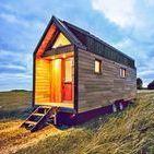 Domy na kółkach / Świat nie stoi w miejscu. Żyjemy szybko i często się przemieszczamy, eksplorując nowe miejsca. Czasami zostajemy w nich na chwilę. Bywa, że nie mamy ochoty ich opuszczać. Czy gdybyśmy mogli zabrać ze sobą swój własny dom, podróżowalibyśmy częściej? Oto domy mobilne! #dommobilny