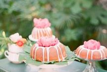 beautiful wedding cakes / by Aneila Baker