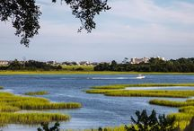 Waterfront Homes Wilmington, NC / Wilmington, NC is home to many beautiful waterfront properties. From the beaches to the Intracoastal Waterway, and the saltwater creeks in between, Wilmington is wonderful place to live! #WaterfrontProperty #WilmingtonWaterfront #WaterfrontRealEstate