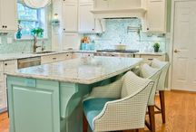 Beachy Kitchens / Kitchens made for entertaining in a beach home. Wendy Patrick Designs can help you create your dream beach kitchen. www.wendypatrick.com.