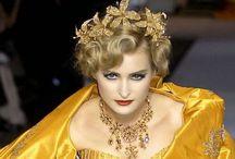 Vestidos  bellos - Beautiful Dresses / by Gladys Gigirey