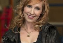 Kari Byron (Science) / Kari Elizabeth Byron is an American television host and artist, best known for her featured role on the Discovery Channel show MythBusters.