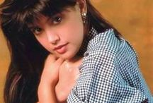 Phoebe Cates / Phoebe Cates Kline, better known as Phoebe Cates, is an American film actress, model, singer and entrepreneur. She is known for her roles in several 1980s films, most notably Fast Times at Ridgemont High and Gremlins.