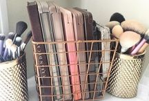 Makeup storage and accessories / Makeup storage and accessories like brushes, beauty blenders!