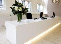 Receptionsdiskar / Inspiration till inbyggd belysning i receptionsdiskar