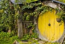 Amazing doors & gates / by Rosalie Cronin