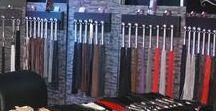 Classic Collection - Flogger / Die Klassiker unter den erotischen Peitschen. Wir bieten Ihnen hochwertige Leder in Handarbeit gefertigt. Neben dem klassischen Rindleder führen wir auch hochwertige Wasserbüffelleder, Ziegenleder, als auch Elch-, Yak und Hirschleder. Ebenfalls eine Kollektion an Roßhaarpeitschen.