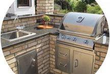 Inspiration Outdoorküche / Eine Outdoorküche oder Outdoor Kitchen gibt es in vielen Formen und Farben. Hier finden Sie abgeschlossene Bauprojekte und einzigartige Inspiration!
