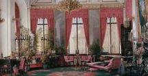 Eduard Hau / Русский художник-акварелист Эдуард Петрович Гау (1807-1888) был известен тем, что в XIX веке по заказу императорской семьи рисовал интерьеры известных зданий Москвы, Петербурга и Гатчины. Его картины, выполненные в технике отмывки, поражают своей детализацией. Каждая из них выглядит результатом титанического труда, а ведь Гау написал более сотни полотен. Эдуард Петрович пытался рисовать и людей, но они выходили у него лишь фарфоровыми куклами, тогда как интерьер буквально оживал на глазах.
