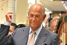 Oscar De La Renta / Óscar Aristides de la Renta Fiallo (born July 22, 1932) is one of the world's leading fashion designers. Trained by Cristóbal Balenciaga and Antonio Castillo, he became internationally known in the 1960s as one of the couturiers to dress Jacqueline Kennedy. An award-winning designer, he worked for Lanvin and Balmain; his eponymous fashion house continues to dress leading figures, from film stars to royalty, into the 2010s.
