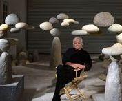 Woods Davy / L'estetica sarà quella della stone balance, ma la tecnica no! Questo artista porta all'estremo l'equilibrio tra le pietre, creando incredibili composizioni col l'aiuto di collanti.