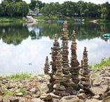 James Brunt / Un altro artista che unisce alla Stone Balance la Land Art, l'arte della terra, che riunisce l'uomo al luogo in cui vive. In questo caso riunisce la pietra al suo luogo di raccolta, in cui è ancora presente ma con delle nuove vesti.