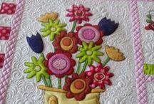 Applique QUILTS / by Robbie P