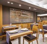 Atrium Restaurante / Atrium Restaurant ofrece la oportunidad de disfrutar de un completo desayuno buffet, de una agradable comida basada en cocina mediterránea y de una tranquila cena con los mejores productos de la cocina de mercado.