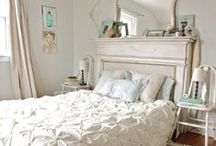 BEDROOMS / Bedroom spaces ideas for decorating a bedroom in a Bohemian theme. Other beautiful bedrooms in various styles