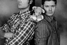 """S u p e r n a t u r a l / """"O papai está caçando e não aparece em casa a dias. O diário do nosso pai, tudo que ele sabe sobre o mal está aqui e eu acho que ele quer que a gente continue de onde ele parou... Salvar pessoas, caçar coisas O NEGÓCIO DA FAMÍLIA""""✡  - Dean Winchester ♥"""