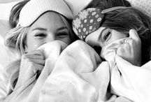 F r i e n d s h i p / Amigos são como o vento: às vezes perto, outras longe, mas eternos em nossos corações. ♥♥♥