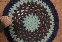 crochet carpet-rag rug-Alfombra- trapillo / by Eva Torne