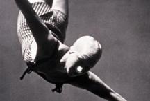 """Historia olímpica / Os ofrecemos una selección de fotografías de los más grandes deportistas de la historia olímpica, aquellos que mejor han encarnado el lema de """"Más rápido, más alto, más fuerte""""; combinadas con acontecimientos históricos en los que la política se cruzó con el deporte"""
