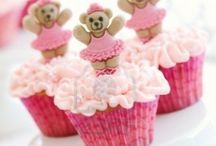 Cupcakes / Beautiful designs for cupcakes.  Who doesn't love cupcakes?