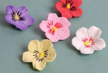 Gumpaste Pansy Sugarflowers / Gumpaste Pansies readymade great for cake decorating cakes and cupcakes.