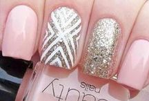 Nail Designs / by Leslie Guthrie