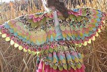 Déguisements - Carnaval - Maquillage -Diverses tenues et accessoires / Tout pour s'amuser.... Parfois ce sont de très beaux habits de divers peuples / by Mamyoma