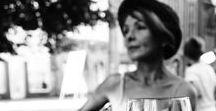 sesja na Zielonogórskim Deptaku / lampka czerwonego w Marcepanie  (Teatr Lubuski w Zielonej Górze) i więcej radości tworzenia podążając za złotą godziną; fotografuje inspiruje i prowadzi uliczkami Bartek Czerniawski