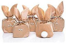 Ostergeschenke / Geschenkideen für Ostergeschenke für Kinder, Eltern, Männer... Wer also noch ein Geschenk zu Ostern sucht, sollte hier fündig werden!   Manche Pins sind sogenannte Provision-Links. Wenn du auf so einen Verweislink klickst und über diesen Link einkaufst, bekomme ich von deinem Einkauf eine Provision. Für dich verändert sich der Preis nicht.